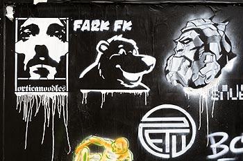 pochoir noir et blanc la t te d 39 ours par fark fk kosmopolite 2008. Black Bedroom Furniture Sets. Home Design Ideas